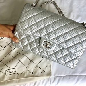 👽CHANEL classic perforated silver jumbo bag👽